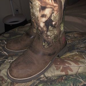 Ariat waterproof boots! Hardly worn, maybe twice!